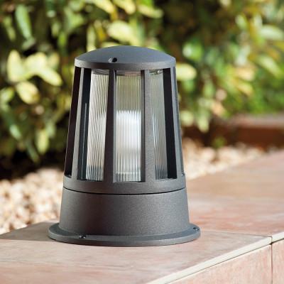 Faro outdoor surat te lampada da terra per giardino e terrazzo for Terra per giardino